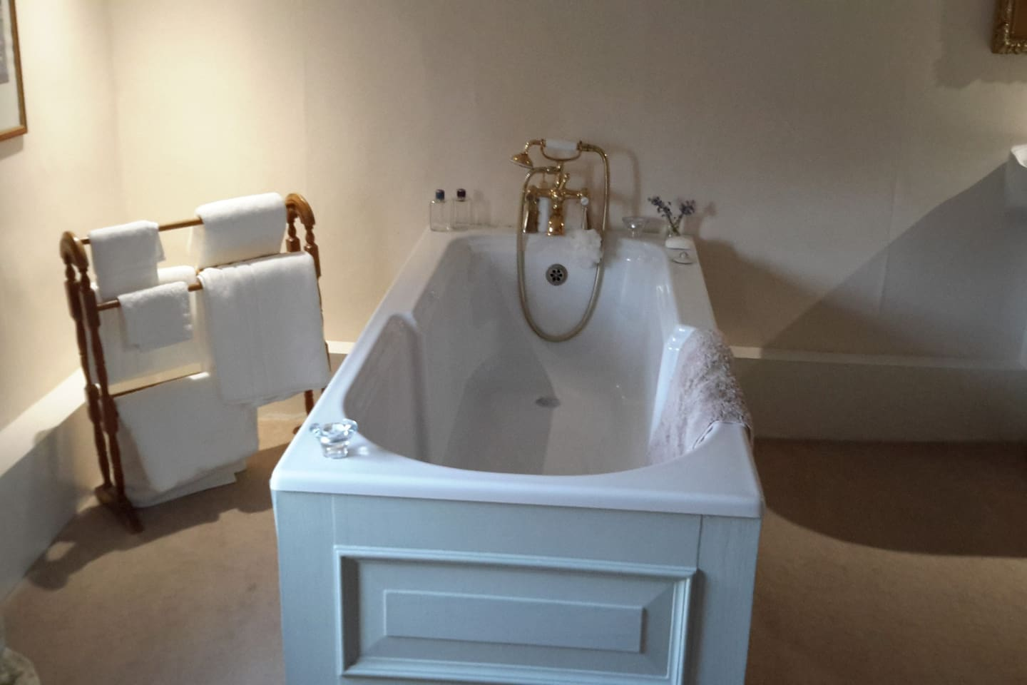 Freestanding large bath with shower head attachment