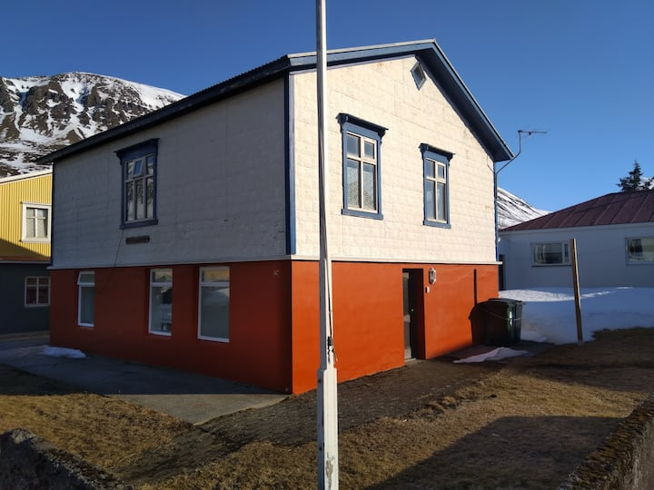 Ósgarður, cosy  apartment in beautiful fjord.
