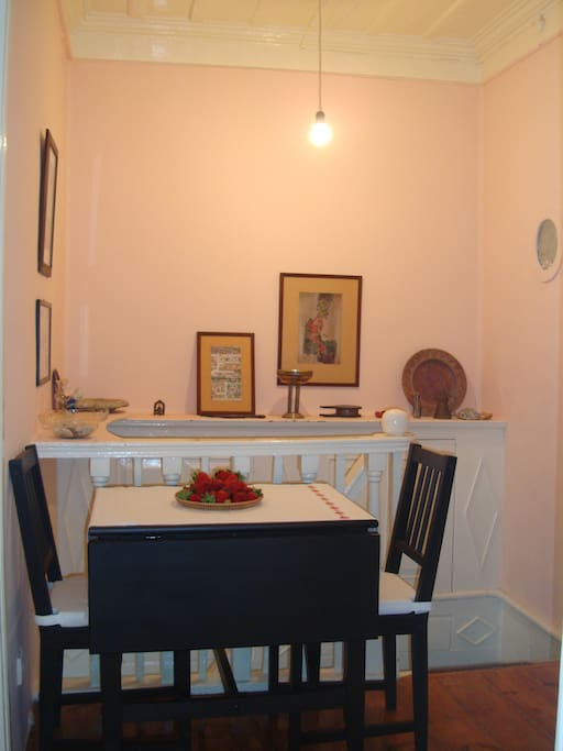 The entrance and dinning table