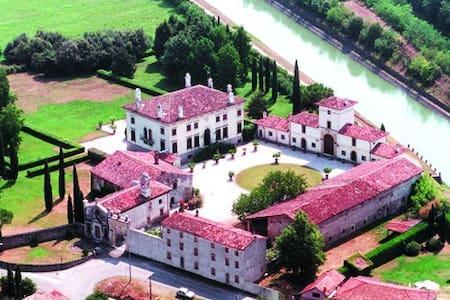 in un annesso di villa veneta - B&B - Verona
