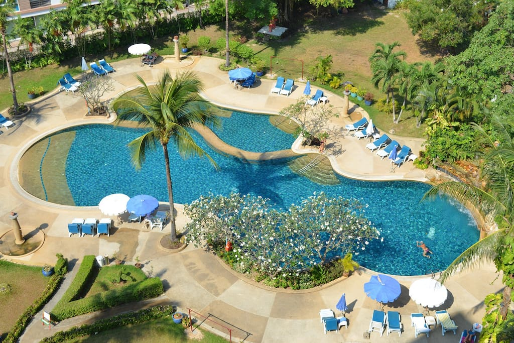 Biggest private swimming pool inPatong 360 m2 in a park of 2000 m2