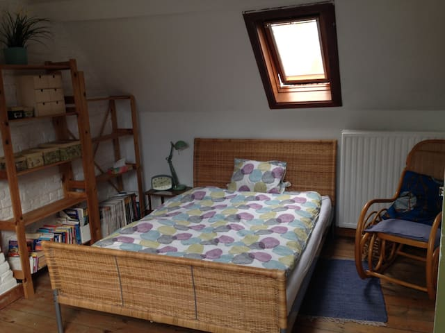 Cosy room in colourful house - WOMEN ONLY PLEASE
