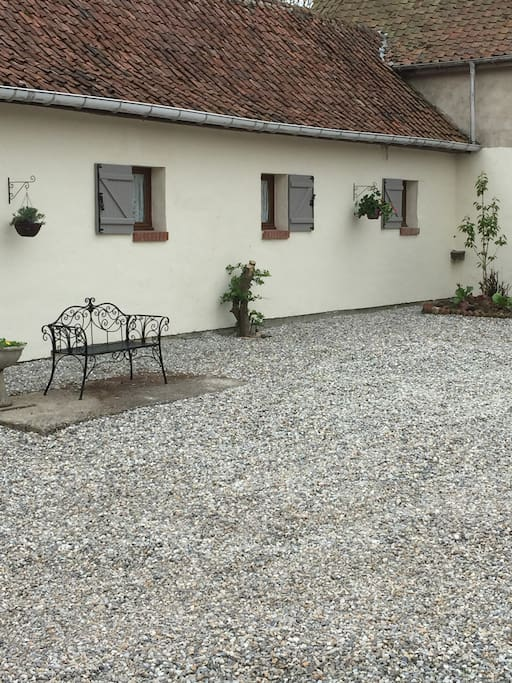 Stable Cottage Courtyard - secure parking