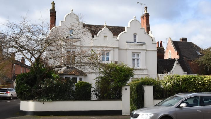 Two-bedroom apartment in central Leamington Spa