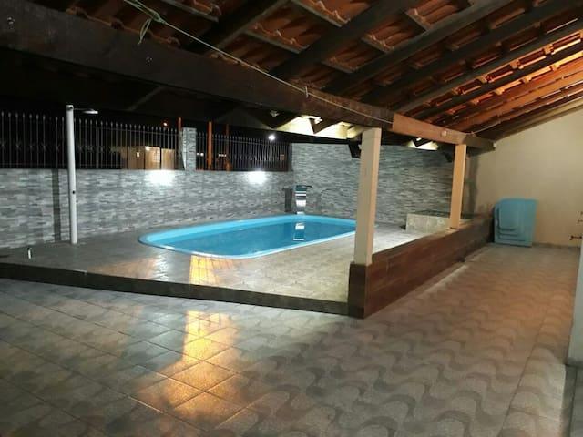 Confortável casa com piscina no  Litoral  Paraná.