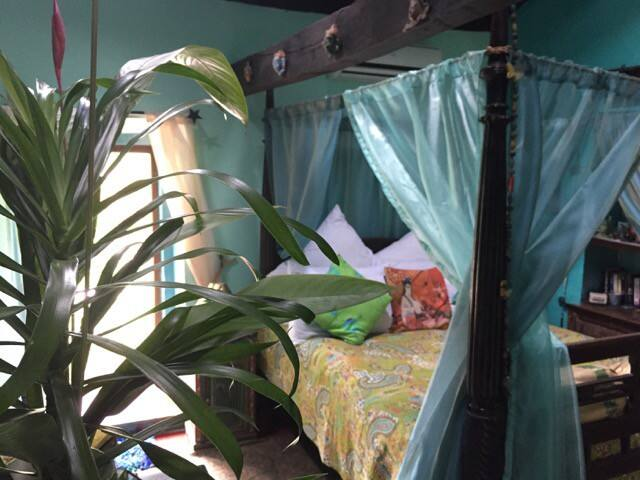 The Lennox - the four poster bed