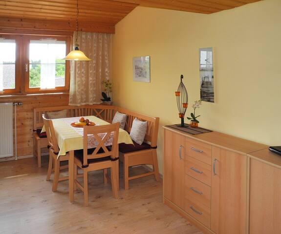 Wohnzimmer 1 mit Essecke