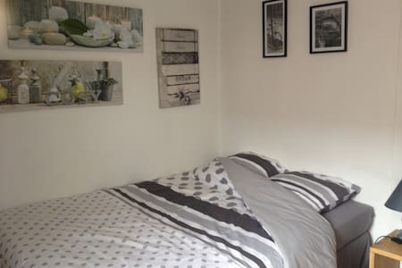 Chambre et SDB privée tout confort - Wattrelos - House