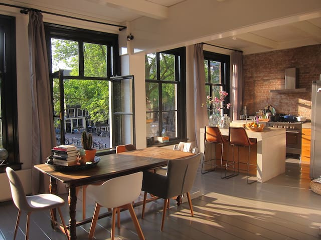 Spacious canal view apartment in the Centre - Amsterdam - Huoneisto