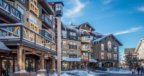 Snowshoe Ski Suite (In the Village)