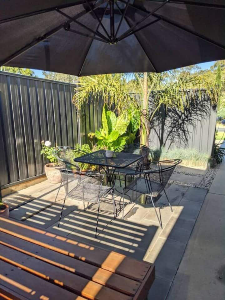 Watch the sunset by the Murray in modern 2BR home