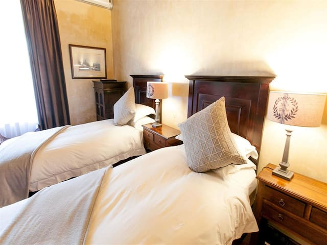 Deluxe Twin Room &  Old House Lodge