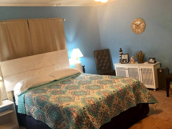 AWESOME private bedroom, 2 mins from I-95