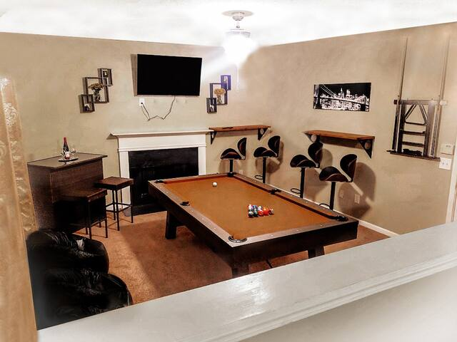 BAR ENTERTAINMENT HOUSE - 10mins away from Airport