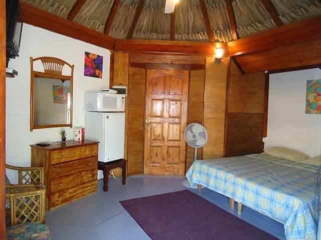 Cozy Cabin opposite the popular Mambo Beach - Willemstad - Cabane