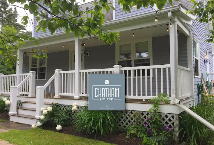 Chatham House - Minutes from the beach!