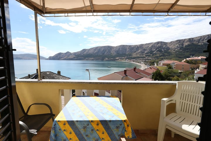 Apartment Cavrak M. with balcony and sea view