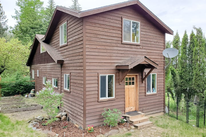 New listing! Lakeview home w/ full kitchen/balcony/deck/firepit + private dock!
