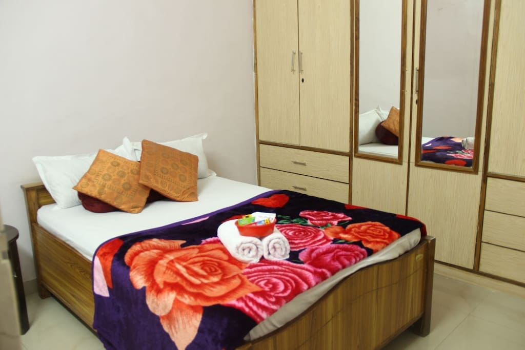 Queen size bed for single guests or kids