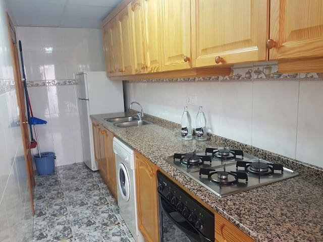 Apartamentos funcionales y totalmente equipados 3º - Montanejos - Daire