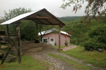 Cabaña con vista panorámica - Colón - House