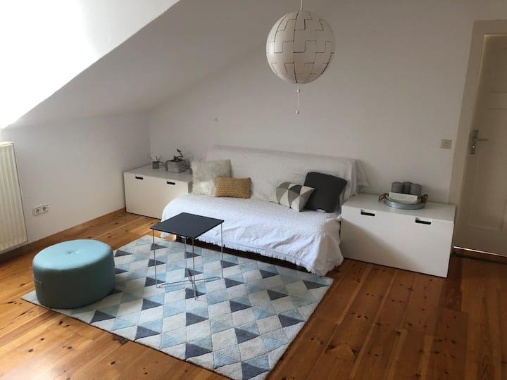 Schönes Dachgeschosszimmer in Heidelberg