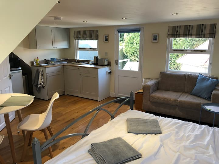 Self contained accommodation for 2 in Hamble