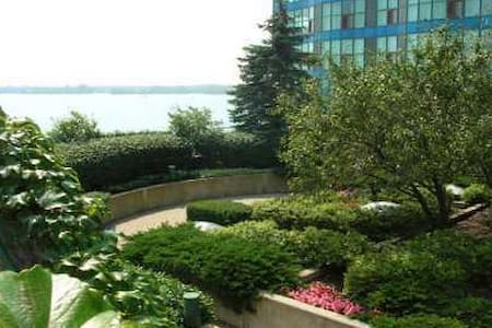 Harbourfront Condo ON the water. Amazing amenities - Appartamento