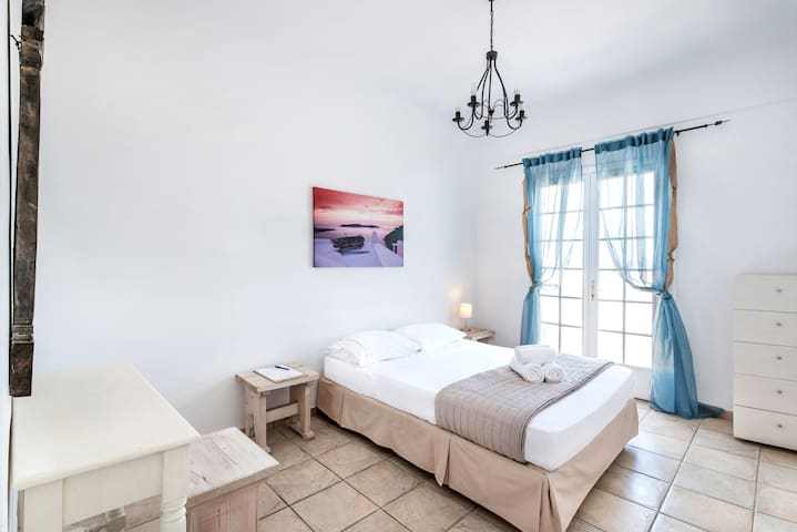 Double Room - LavaRockVilla Santorini
