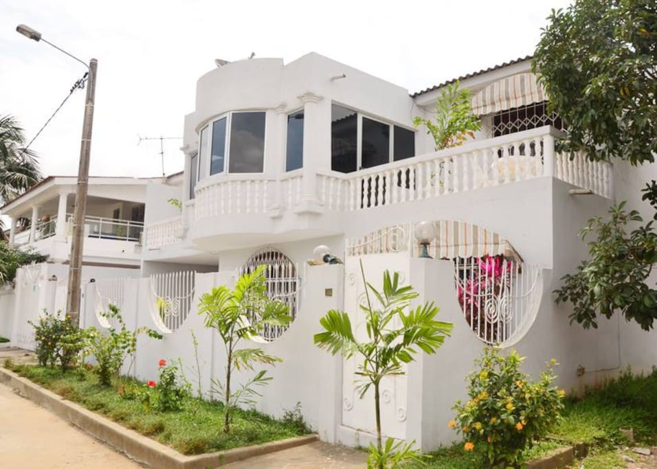 Villa 4 chambres maisons louer abidjan cocody for Abidjan location maison