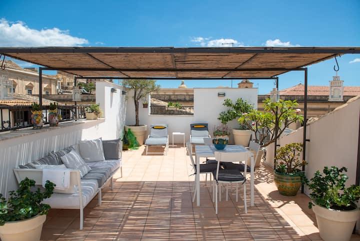 La Casa Che Sale, with Roof Terrace.