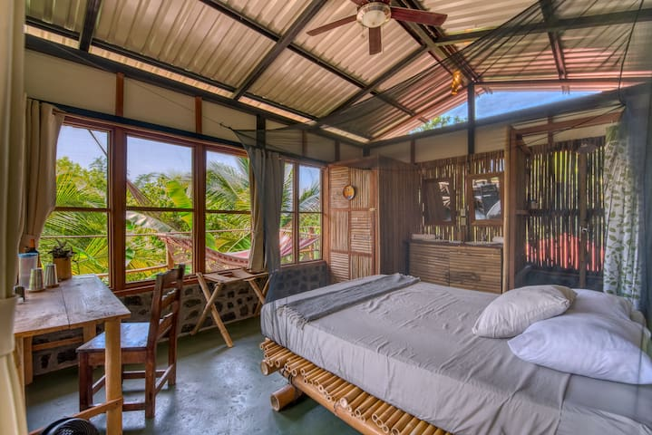 Selvista: Casa Chilamate canopy top jungle studio