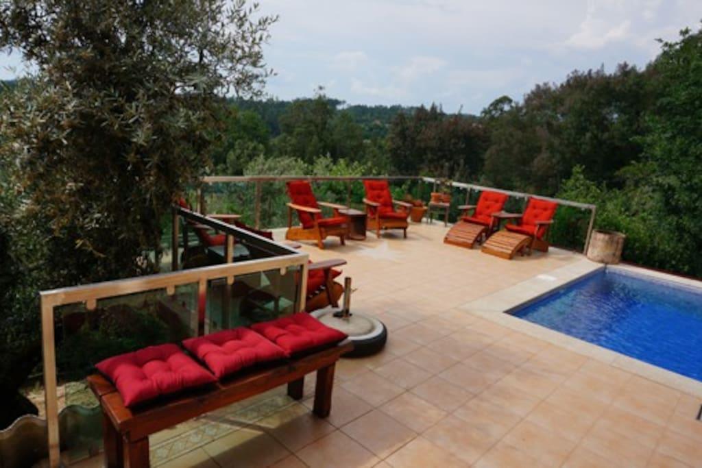 Gezamelijk terras met plonsbadje