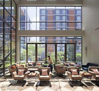 BalconyCourtyardServicedApartments - Si racha, Chonburi - Bed & Breakfast