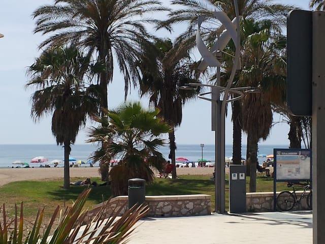 Habitaciòn acogedora en Huelin: Playa - Málaga - Apto. en complejo residencial