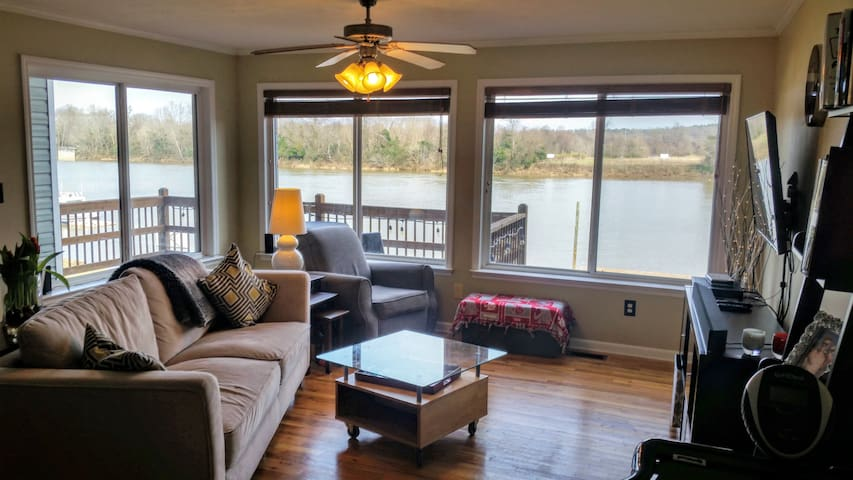 Beautiful, group-friendly house on the river - Augusta - Townhouse