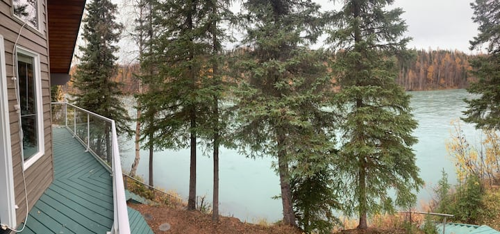 Kenai River-front home with private boat launch