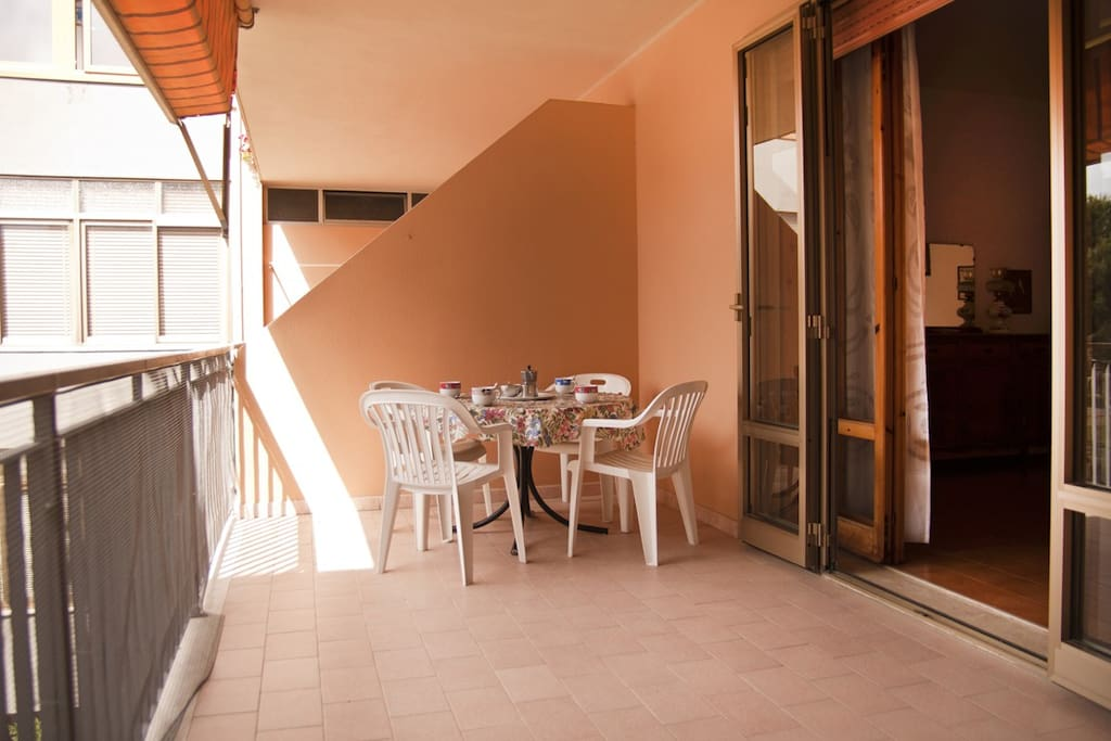 Balcone abitabile con tenda da sole