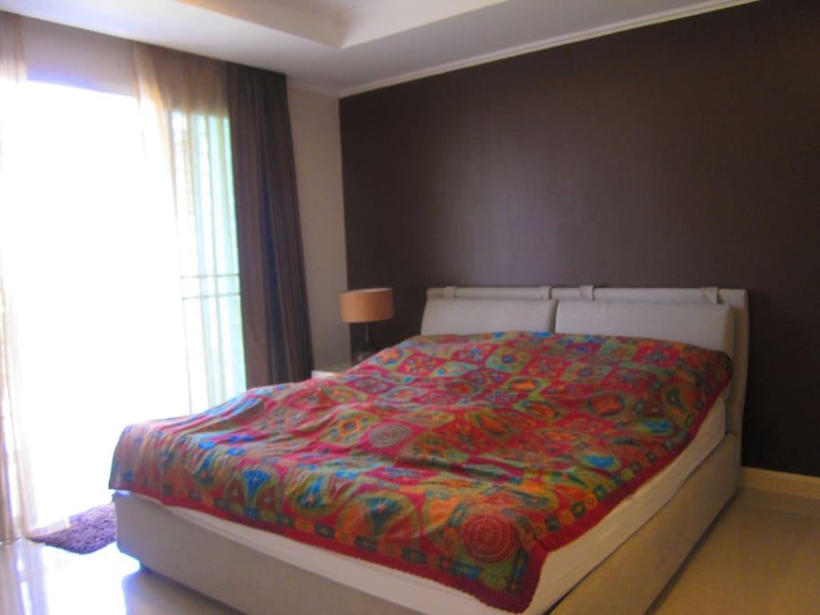 ห้องนอน1มีระเบียงยาว