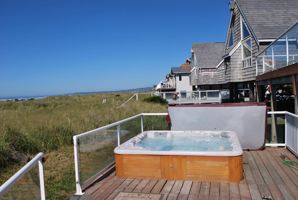 Hot tub overlooking the dunes and ocean