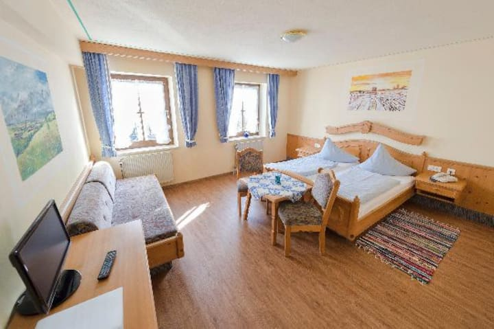 Landhotel Zum Jägerstöckl (Grafenau), Dreibettzimmer - mit moderner Ausstattung