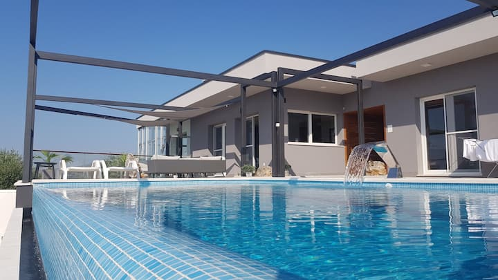 Luksuzan smještaj s pogledom na more, u prirodi !