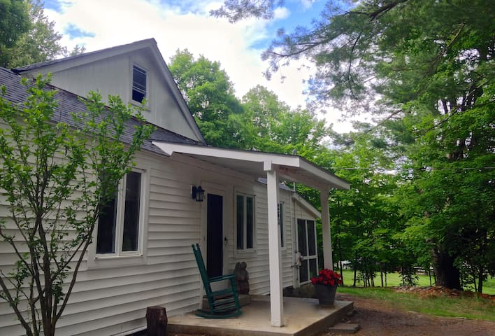 The New 1940's Cottage in Rhinebeck - Rhinebeck - House