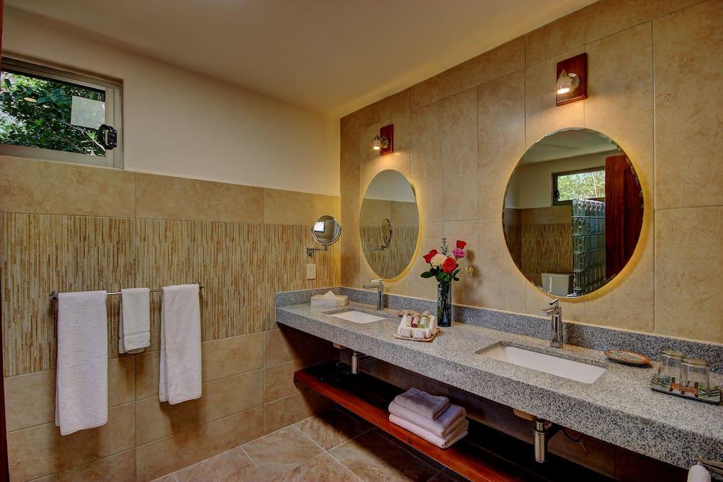 Baño privado con amenidades