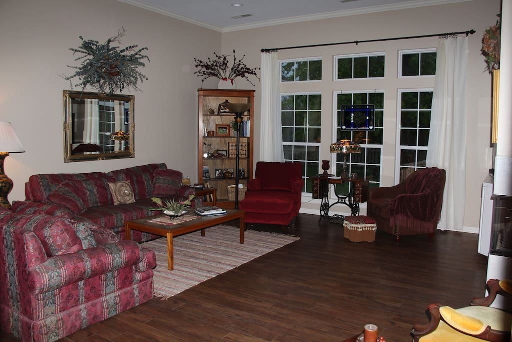 Open floor plan great for families & gatherings.