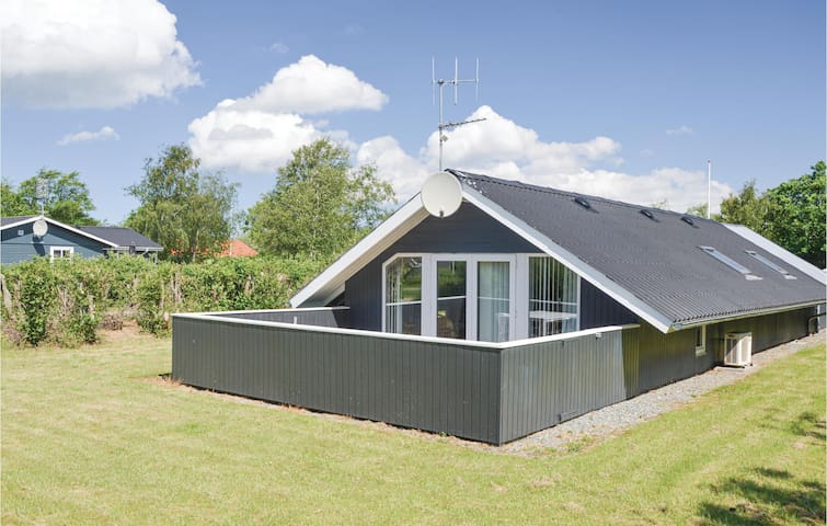 Holiday cottage with 3 bedrooms on 69m² in Hemmet