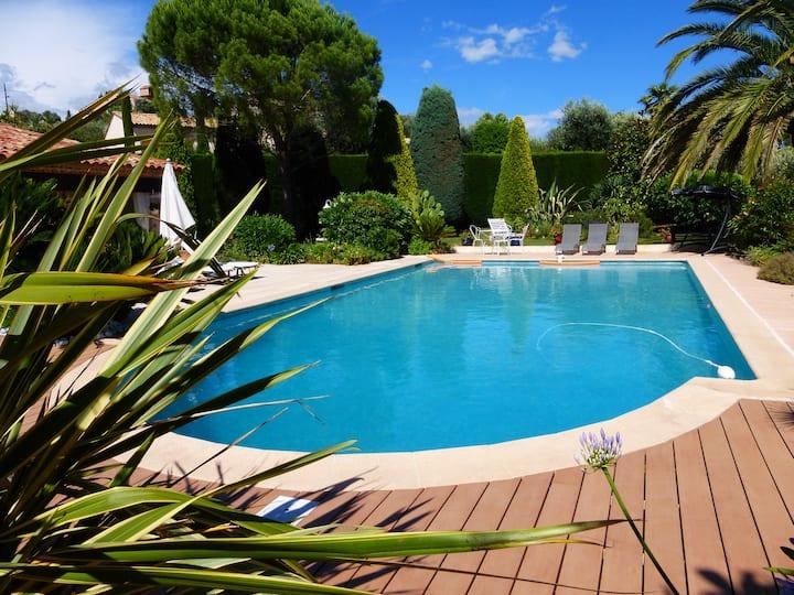 2 pièces atypique sur magnifique jardin dans villa