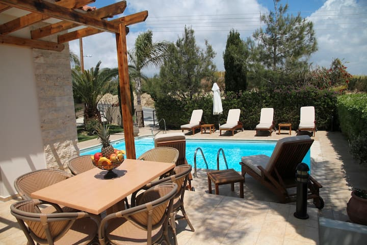 Veriko, Eve Pissouri Villas