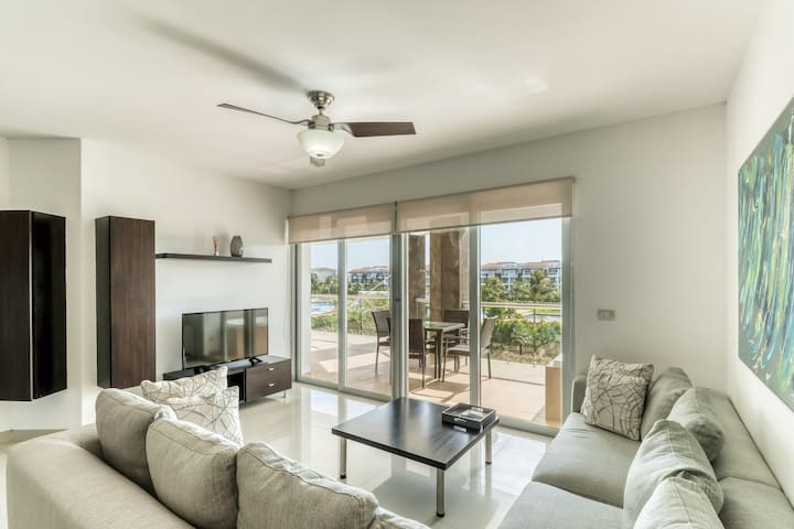Bright condo with free WiFi and cable, full kitchen, & access to shared pool!