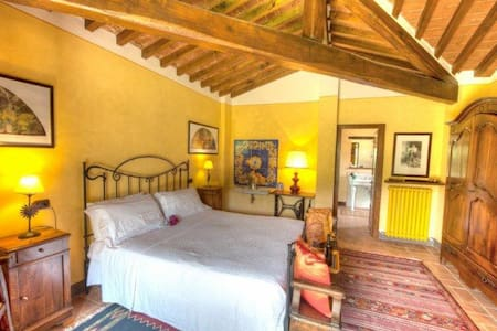 Luxury villa with pool and winery - Paciano - Bed & Breakfast